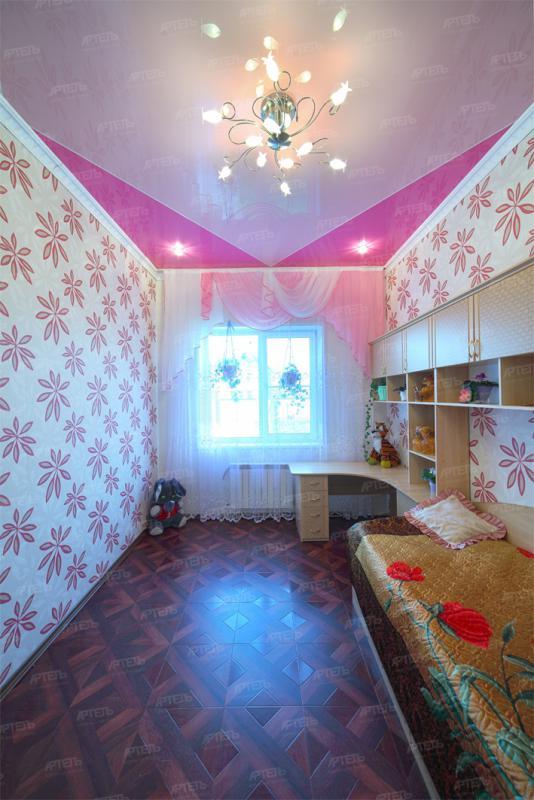 Натяжной потолок комната