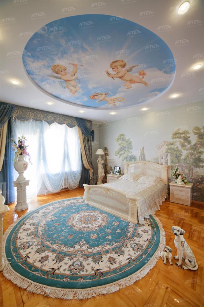 Натяжной потолок спальня